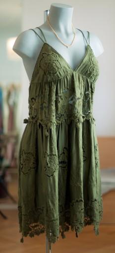 olivgrünes Häkelkleid
