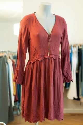 Rostrotes Bohemian Kleid
