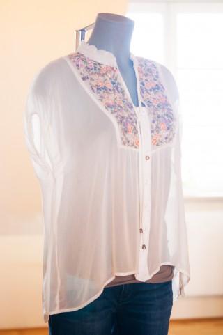 Gipsy-Bluse mit bunten Stickereien