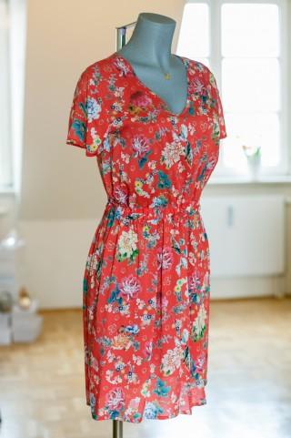 rot gemustertes City-Kleid