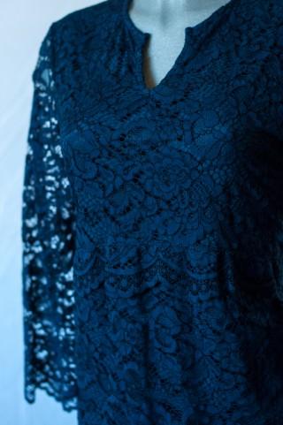 Nachtblaues Spitzenkleid in A -Linie