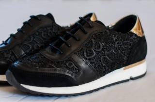 schwarzer Spitzen Materialmix Sneaker
